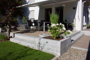 Terrasse Granit und Keramikfliesen Holzoptik