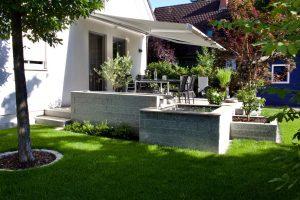 Terrasse Granit und Keramik mit Wasserlauf